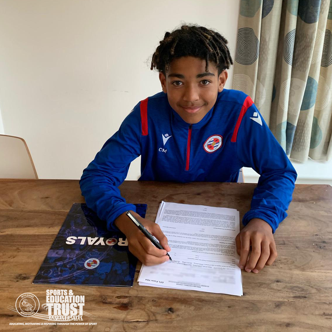 Camron signs for Reading