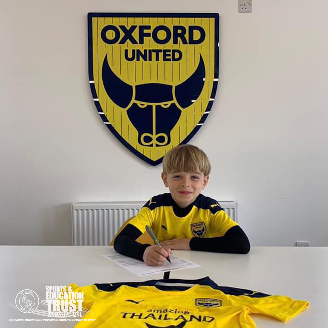 Taylor Signs for Oxford